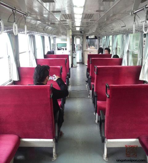 Tren antiquísimo y oxidado