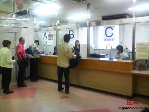 Pagando en un hospital de Japón