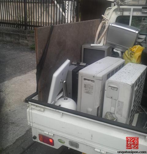 iMac G4 en la basura