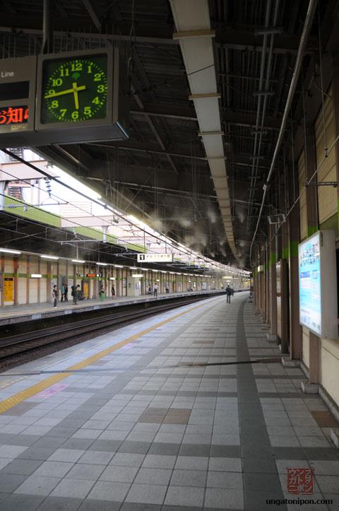 Aspersores de vapor en las estaciones de tren