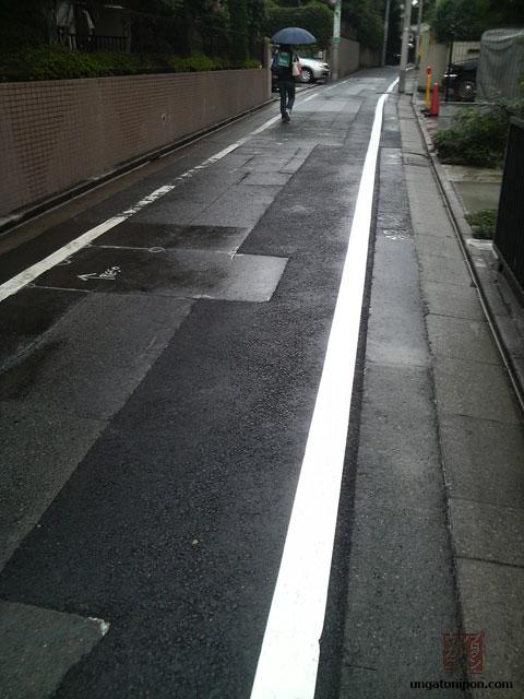 Zanja en una calle de Tokio