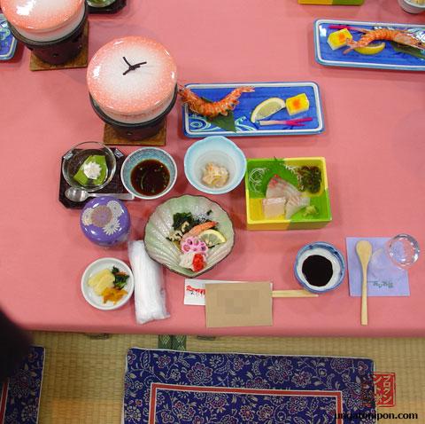 Tatami y cena preparada