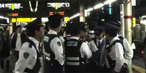 Presencia policial en la yamanote line por el botellón de Halloween