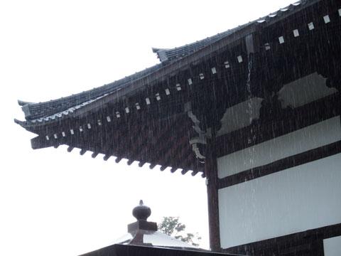 Entrada del Tenryuji, lloviendo