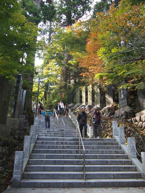 Escaleras al templo del Monte Mitake
