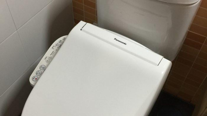 Washlet eléctrico japonés ya colocado y funcionando