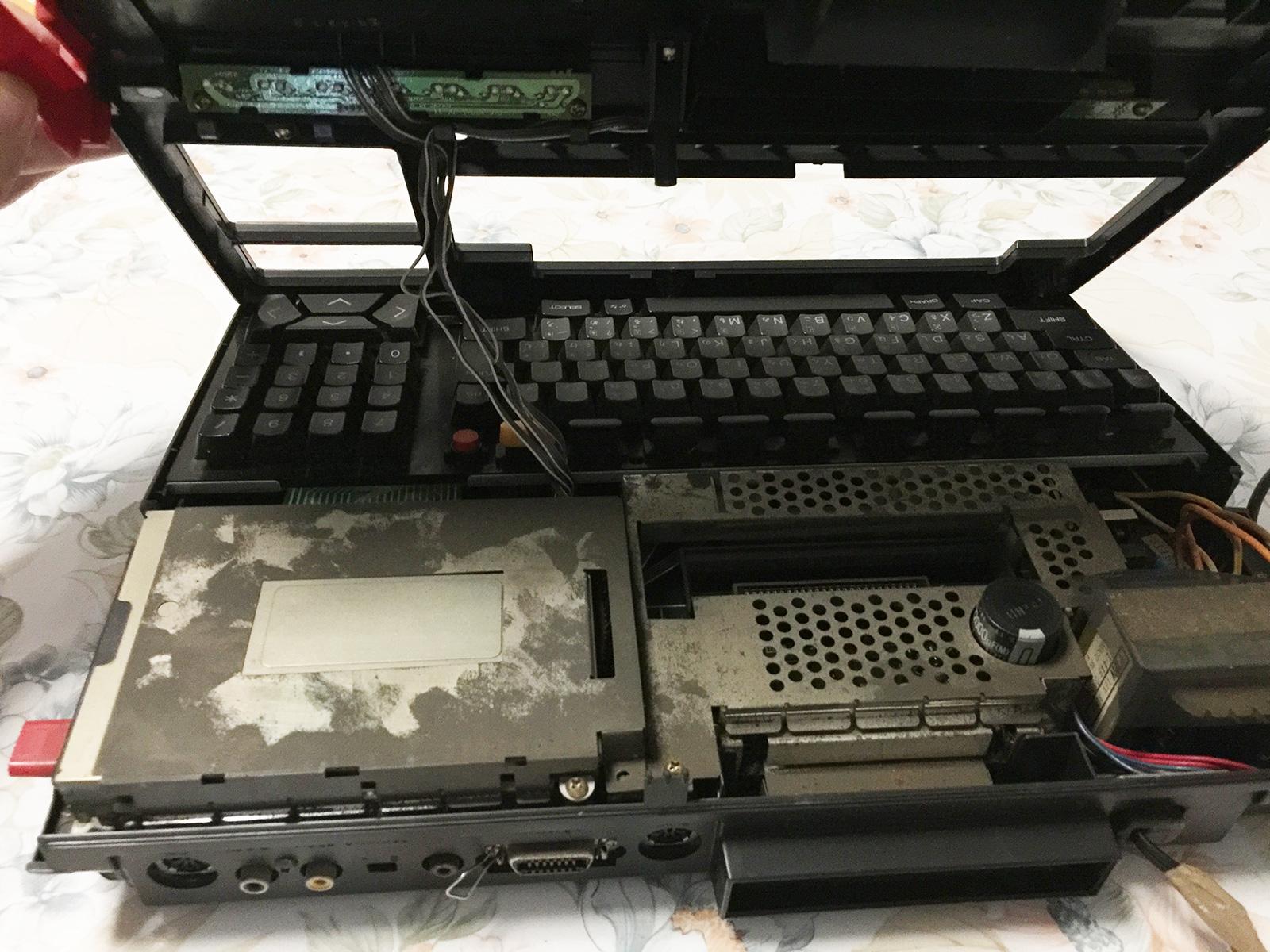 MSX2 HB-F1 por dentro