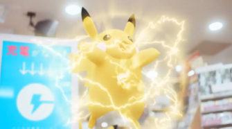 Pikachu cargando un móvil con Charge Spot