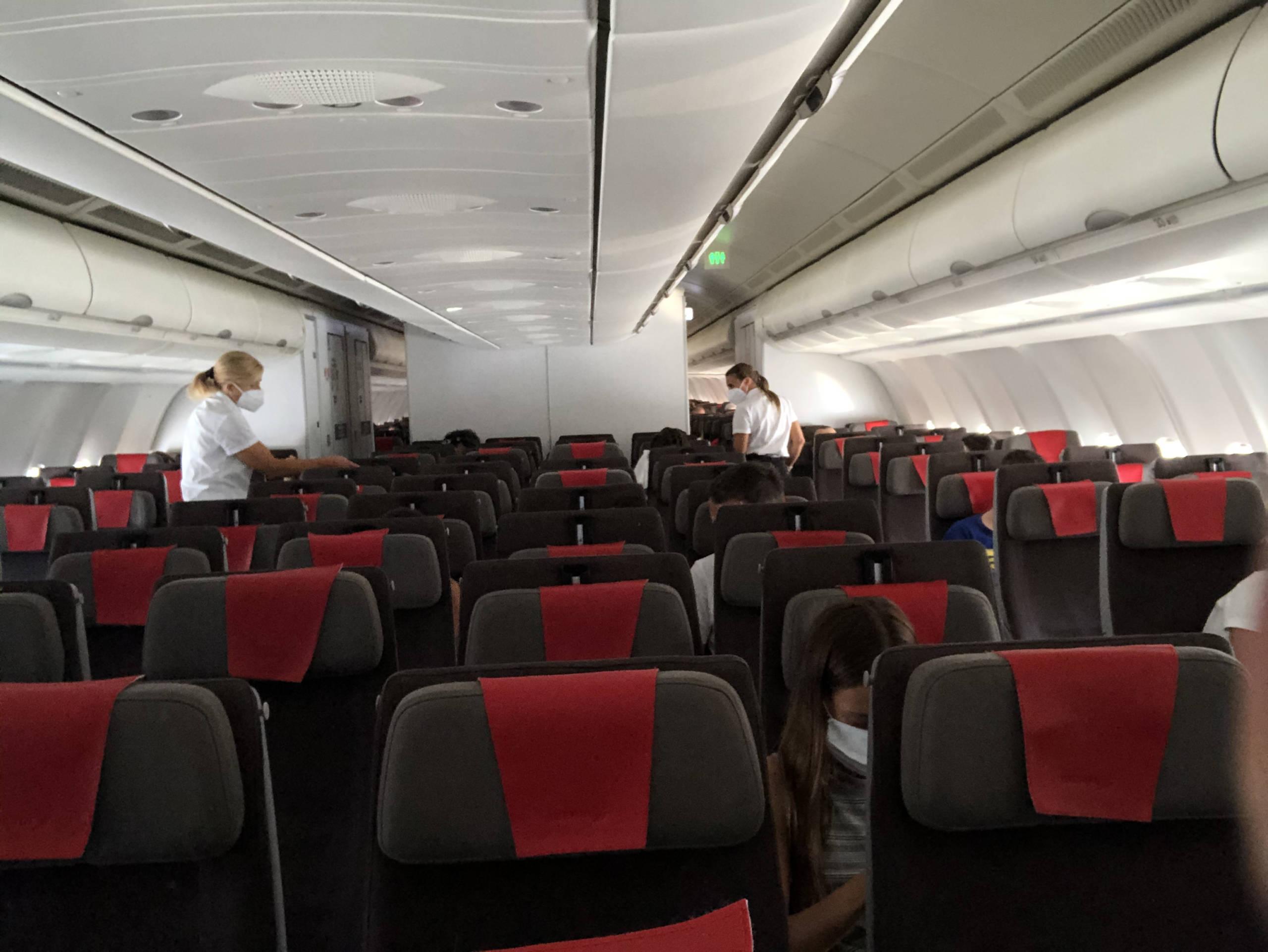 Vuelo de Iberia de Madrid a Londres casi vacío durante la pandemia